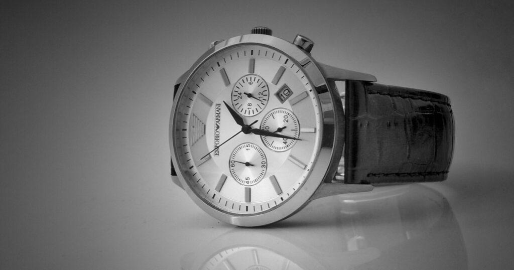 社会人に腕時計は必要か??