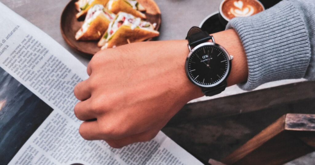 社会人が腕時計を着ける意味について